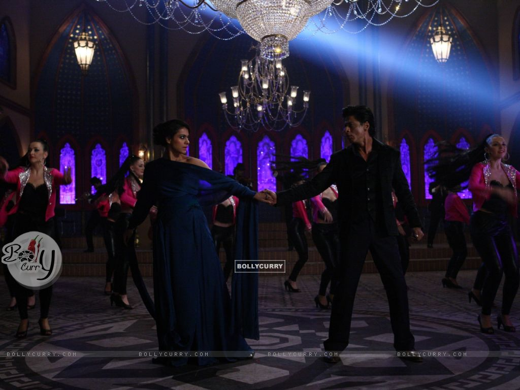 Shah Rukh Khan and Kajol in a Dance Scene - A still from Dilwale (387389) size:1024x768