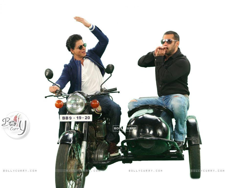 Shah Rukh Khan and Salman Khan on Bigg Boss 9 - 19th and 20th Dec (387810) size:1024x768