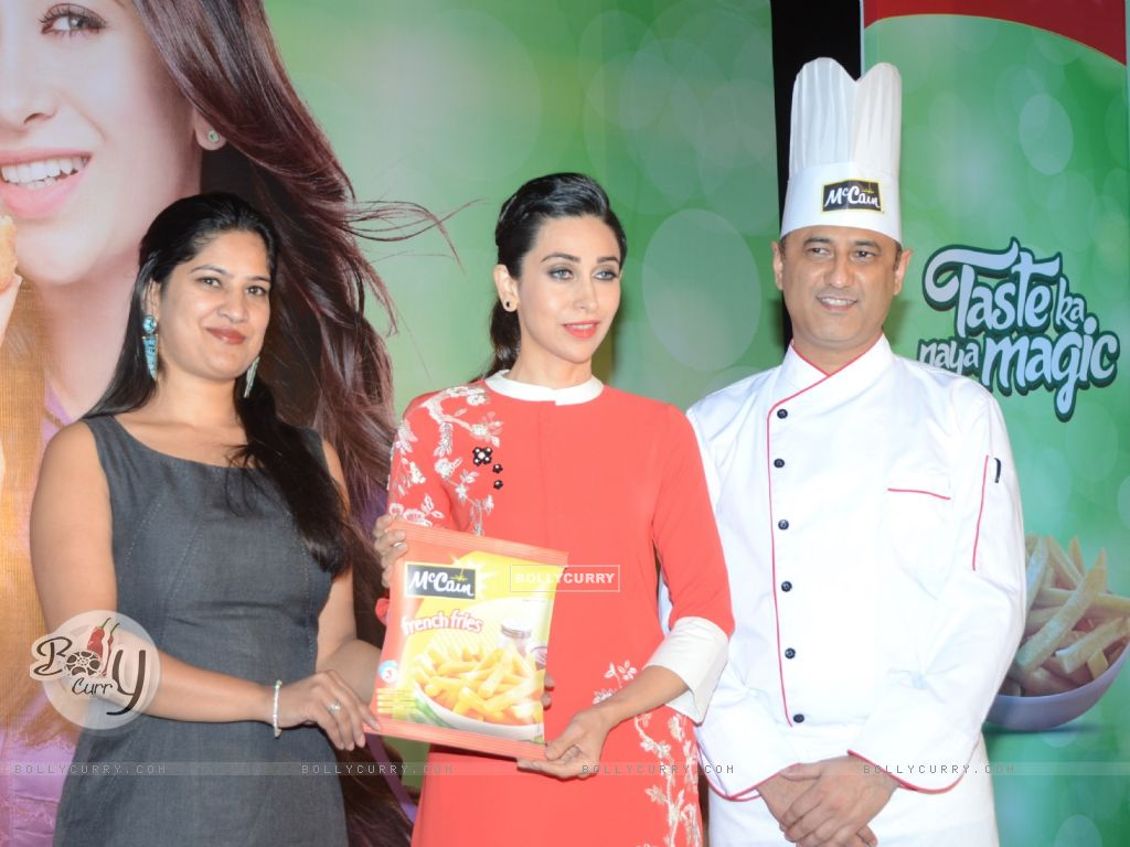 Karisma Kapoor Sees Tomorrow's Moms Enjoying More Snacking Occasion with McCain (388012) size:1024x768