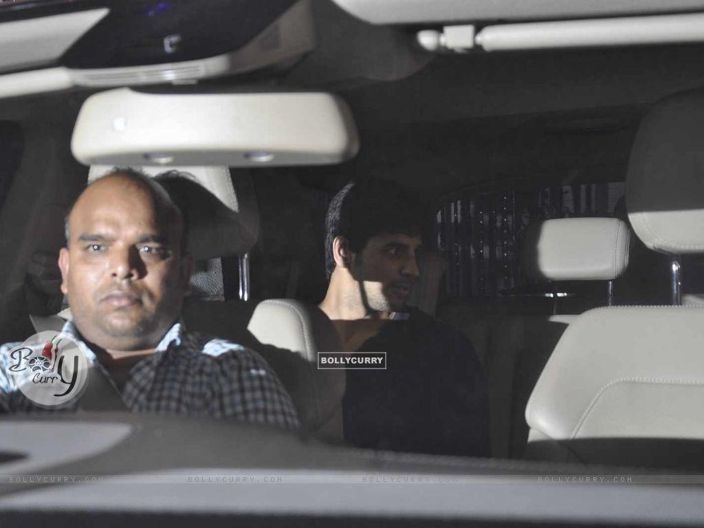 Alia Bhatt and Sidharth Malhotra Snapped at Karan Johar's Office (391411) size:1024x768