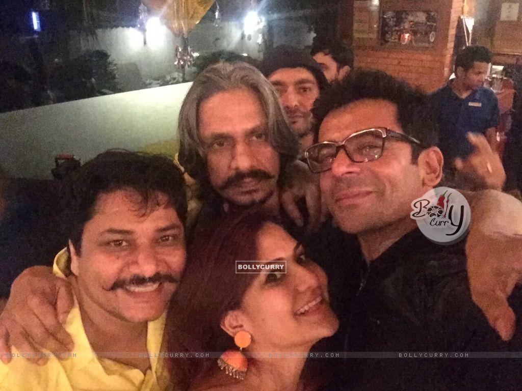 Vijay Raaz and Sunil Grover Celebrates Lohri at The PUMP Room Beer Factory (391464) size:1024x768