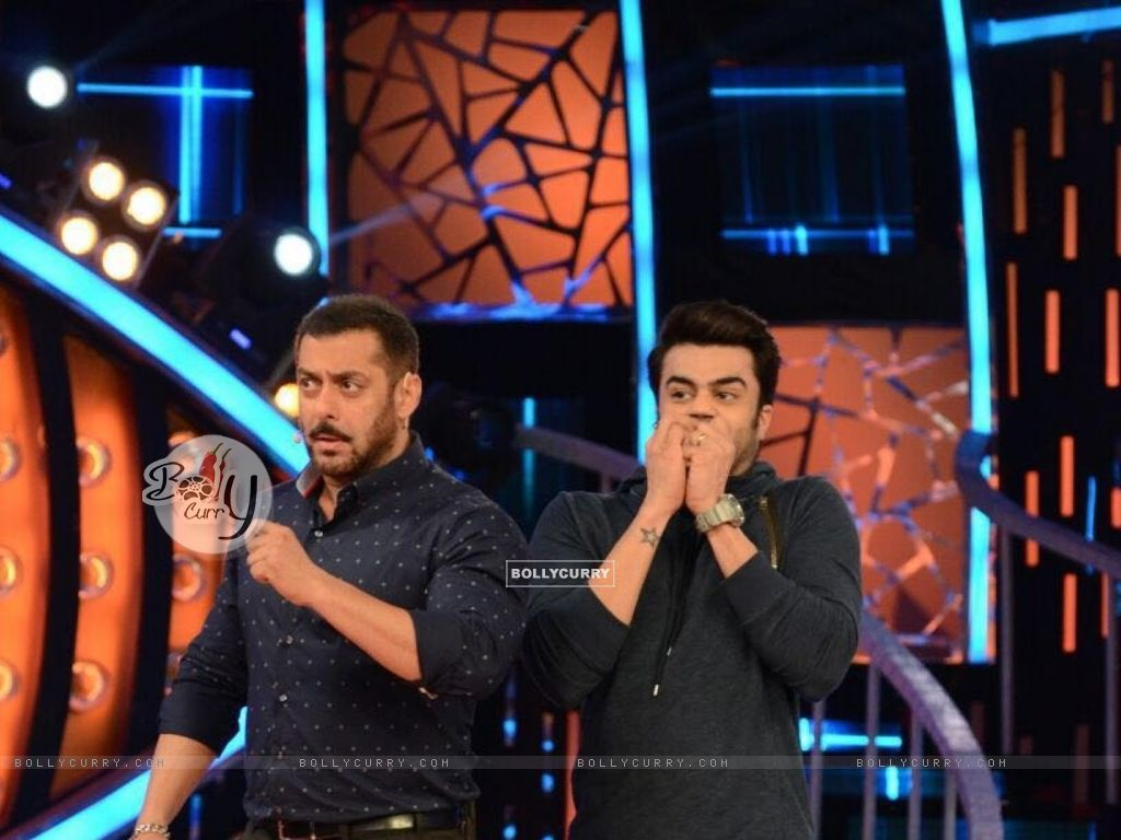 Manish Paul and Salman Promoting 'Tere Bin Laden : Dead or Alive' on the sets of Bigg Boss 9 (392126) size:1024x768