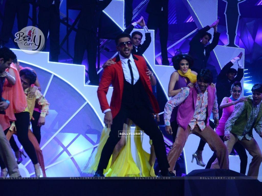 Ranveer Singh Performs at Filmfare (395085) size:1024x768