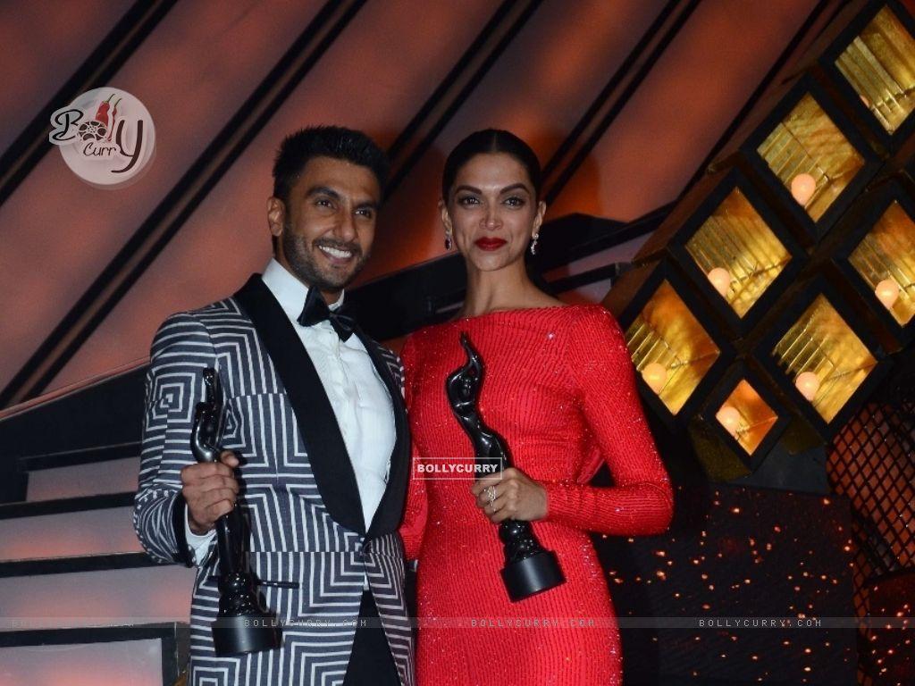 Ranveer Singh and Deepika Padukone at Filmfare (395086) size:1024x768