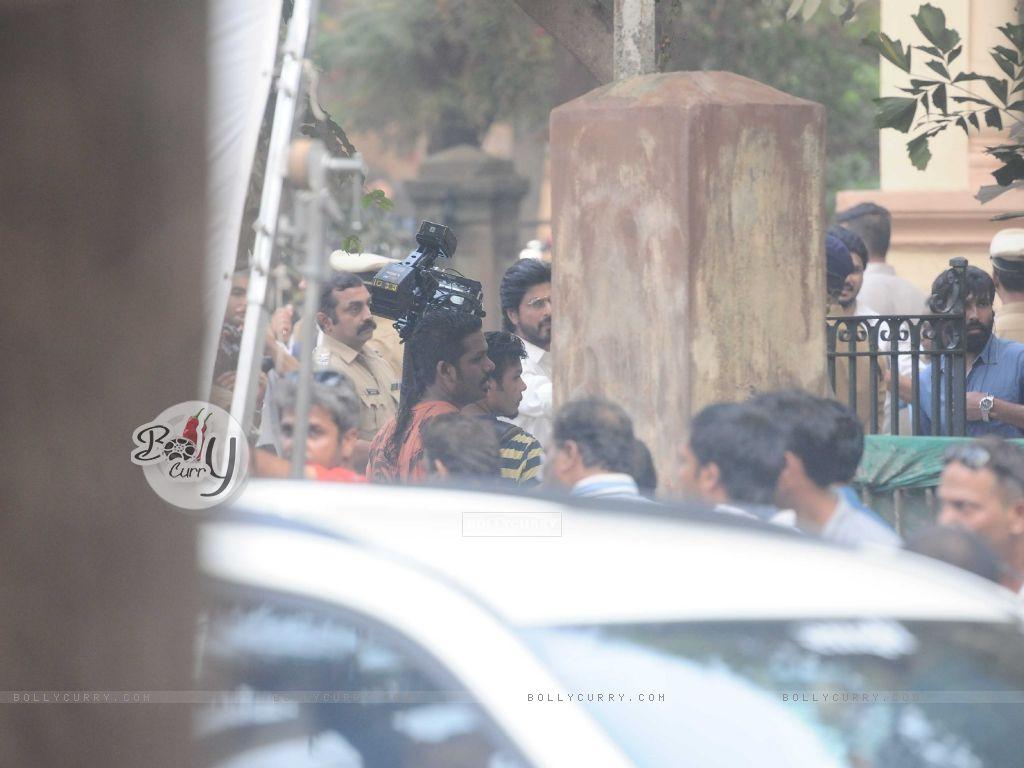 Shah Rukh Khan snapped shooting for Raees at Parsi Gymkhana at Dadar (398164) size:1024x768