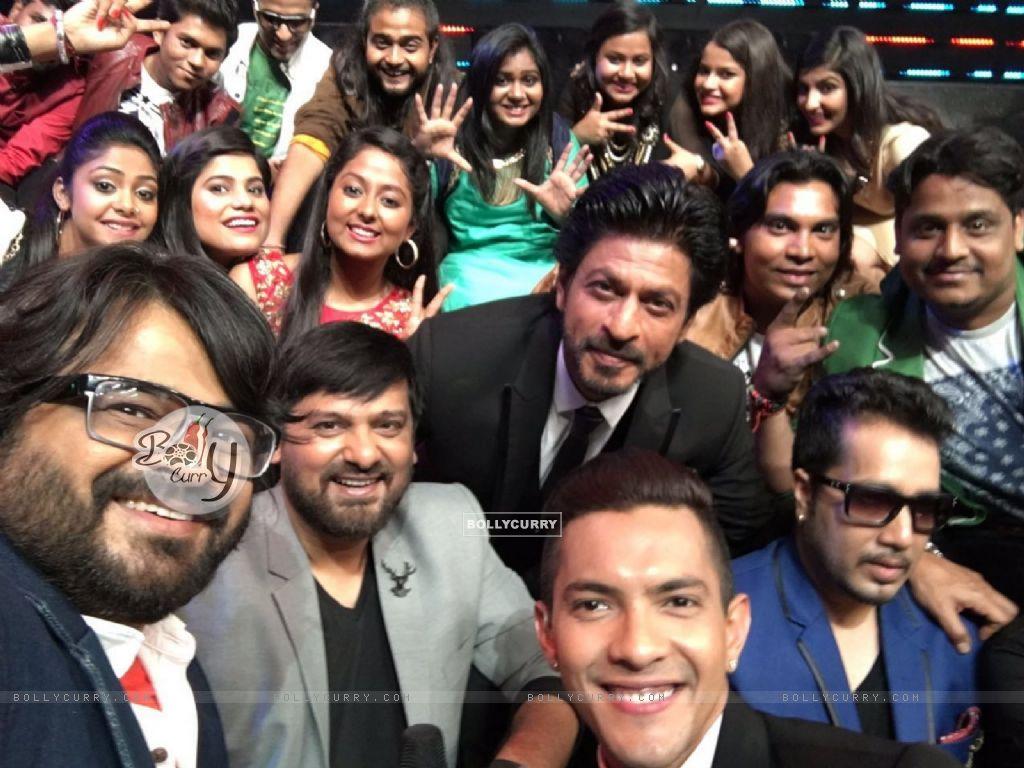 Pritam shoots with Shahrukh Khan for Sa Re Ga Ma Pa (401104) size:1024x768