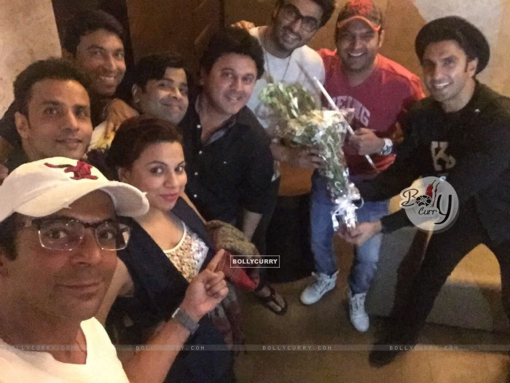 Kapil Sharma Team attends Special Screening of Ki And Ka (401927) size:1024x768