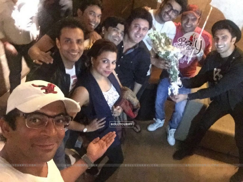 The Kapil Sharma Show Team attends Special Screening of Ki And Ka (401929) size:1024x768