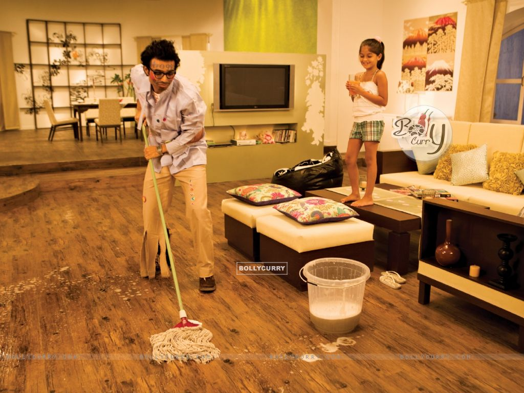 Uday Chopra cleaning the floor (40382) size:1024x768