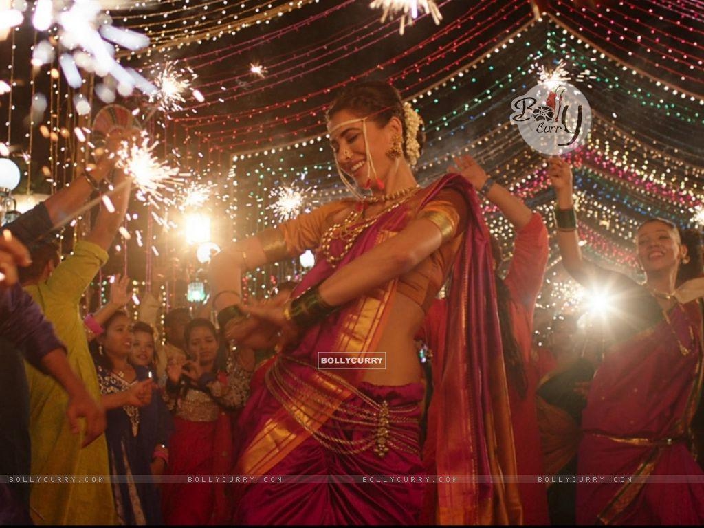 Nargis Fakhri dresses up in a Nauvari for Banjo! (407287) size:1024x768