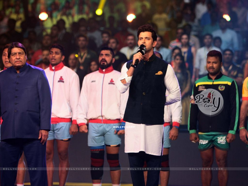 Hrithik Roshan feels proud singing national anthem at Star Sports Pro Kabaddi Season 4 Finale (414376) size:1024x768
