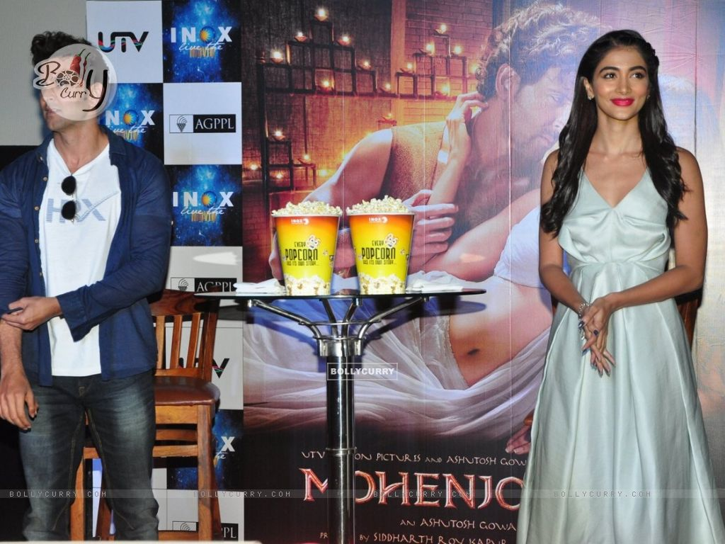 Hrithik Roshan and Pooja Hegde Promotes of Mohenjo daro at INOX (415792) size:1024x768