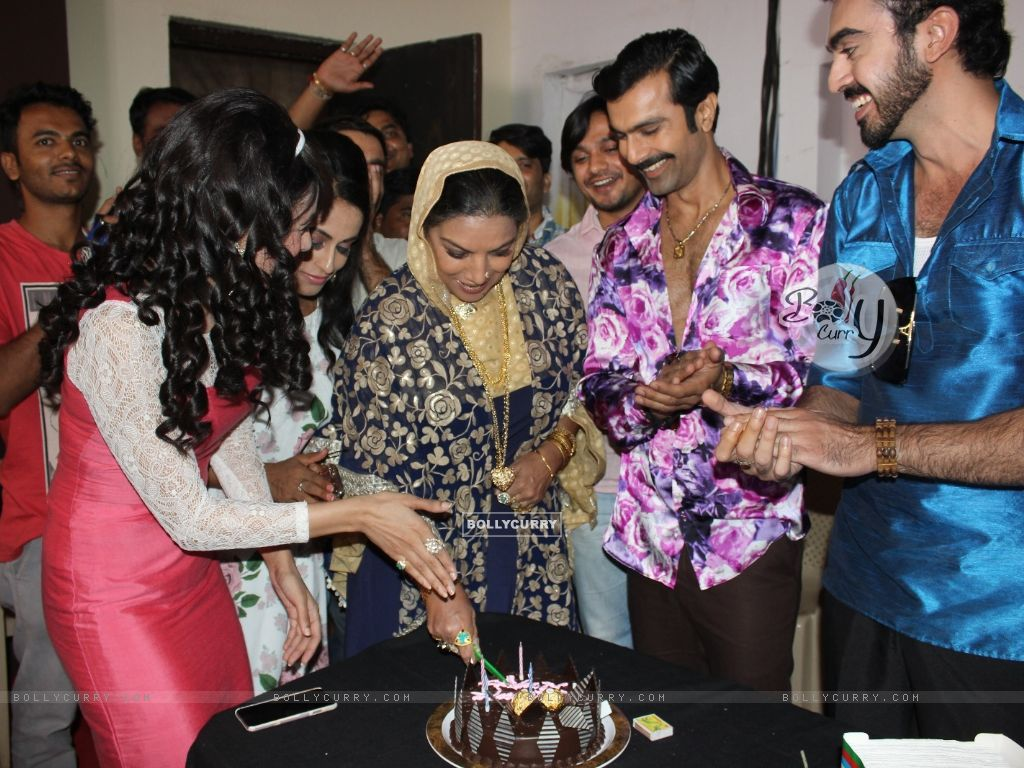 Shabana Azmi, Yuvika Chaudhary and Ashmit Patel gets a warm welcome on Amma Set (419660) size:1024x768