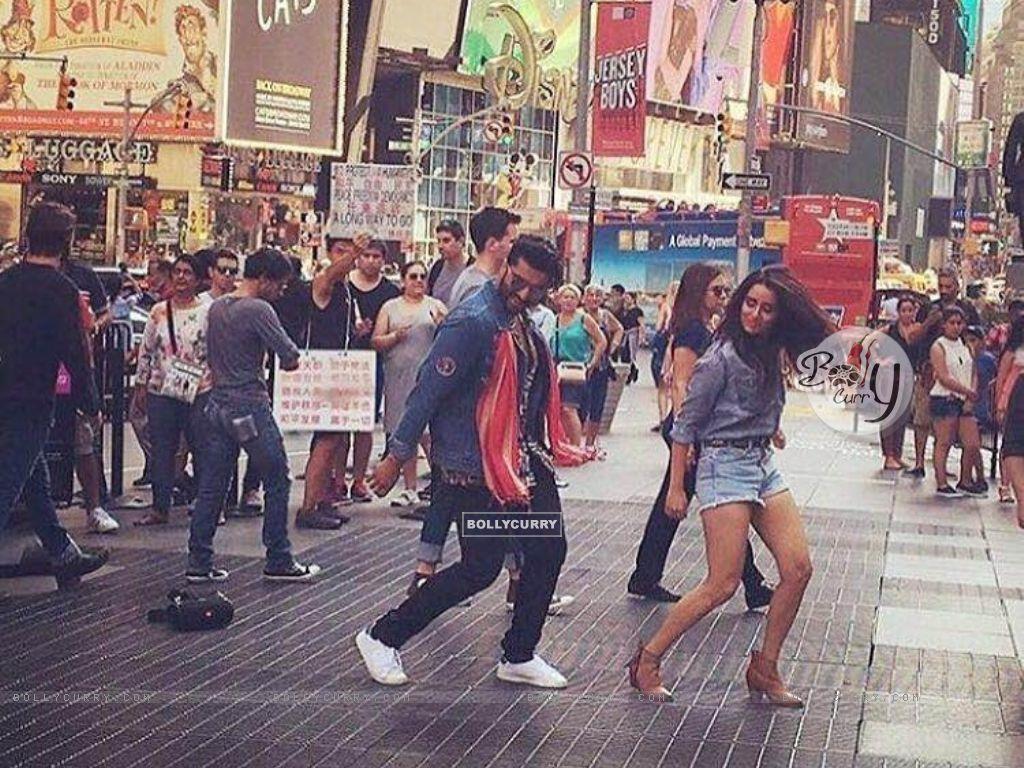 Arjun Kapoor & Shraddha Kapoor Perform at Times Square (419782) size:1024x768