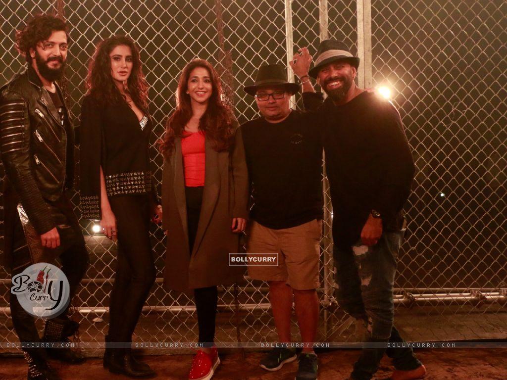 Riteish Deshmukh, Nargis Fakhri, Krishika Lulla shoot for a song in Banjo (420489) size:1024x768