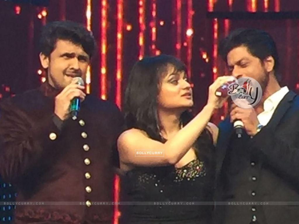 Aditi Singh Sharma with Sonu Niigam and Shah Rukh Khan (421275) size:1024x768