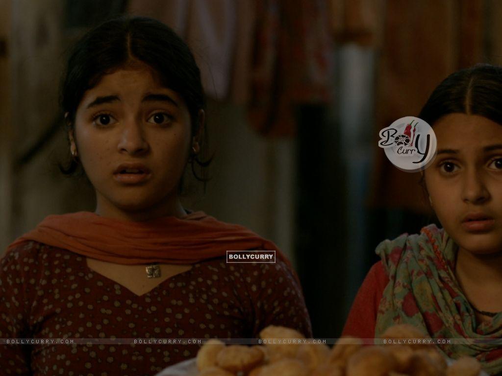 Still of Zaira Wasim and Suhani Bhatnagar from Dangal (423319) size:1024x768