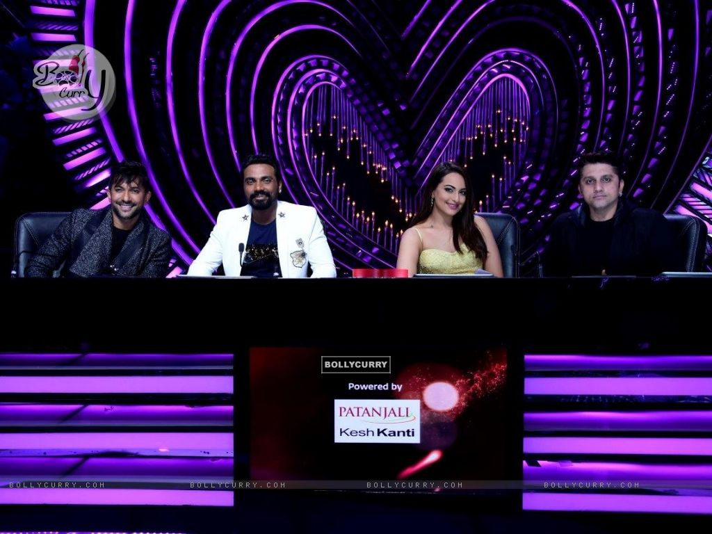 Judges - Terence Lewis, Remo D'souza , Sonakshi Sinha and Mohit Suri (429128) size:1024x768