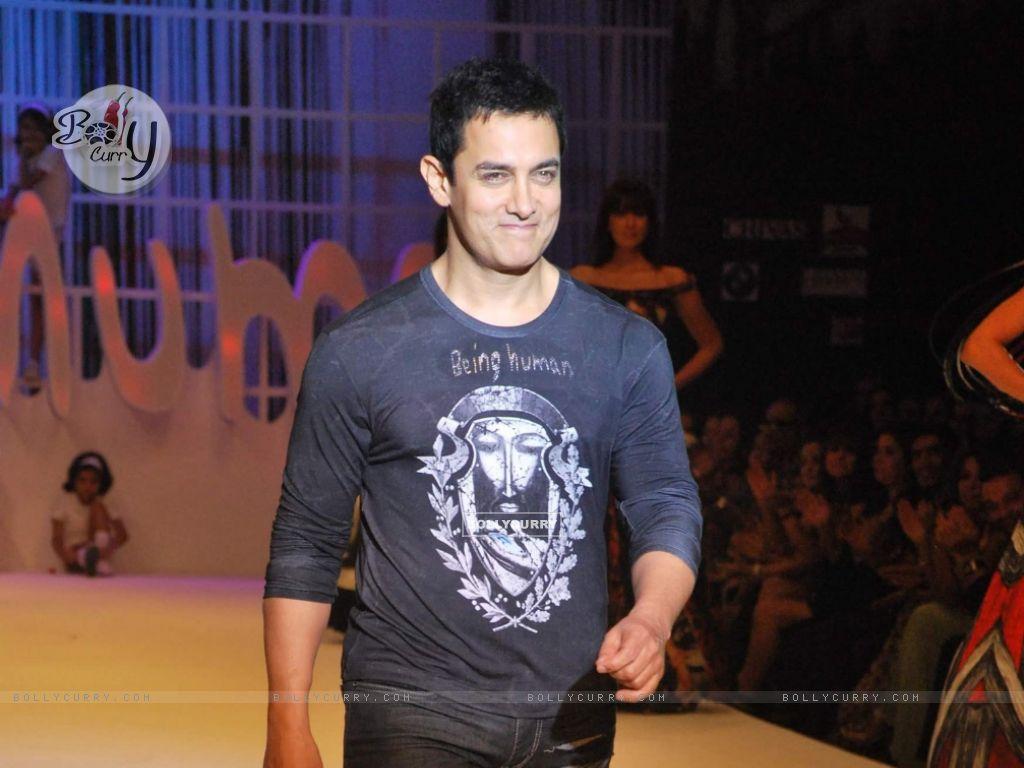 Aamir Khan At Salman Khans Being Human Show HDIL India Couture Week