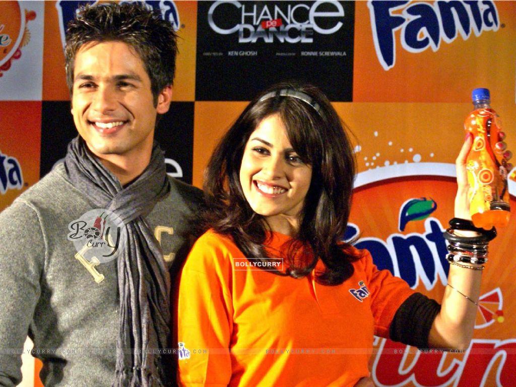"Wallpaper - Genelia D''Souza & Shahid kapur launch ""Fanta ..."