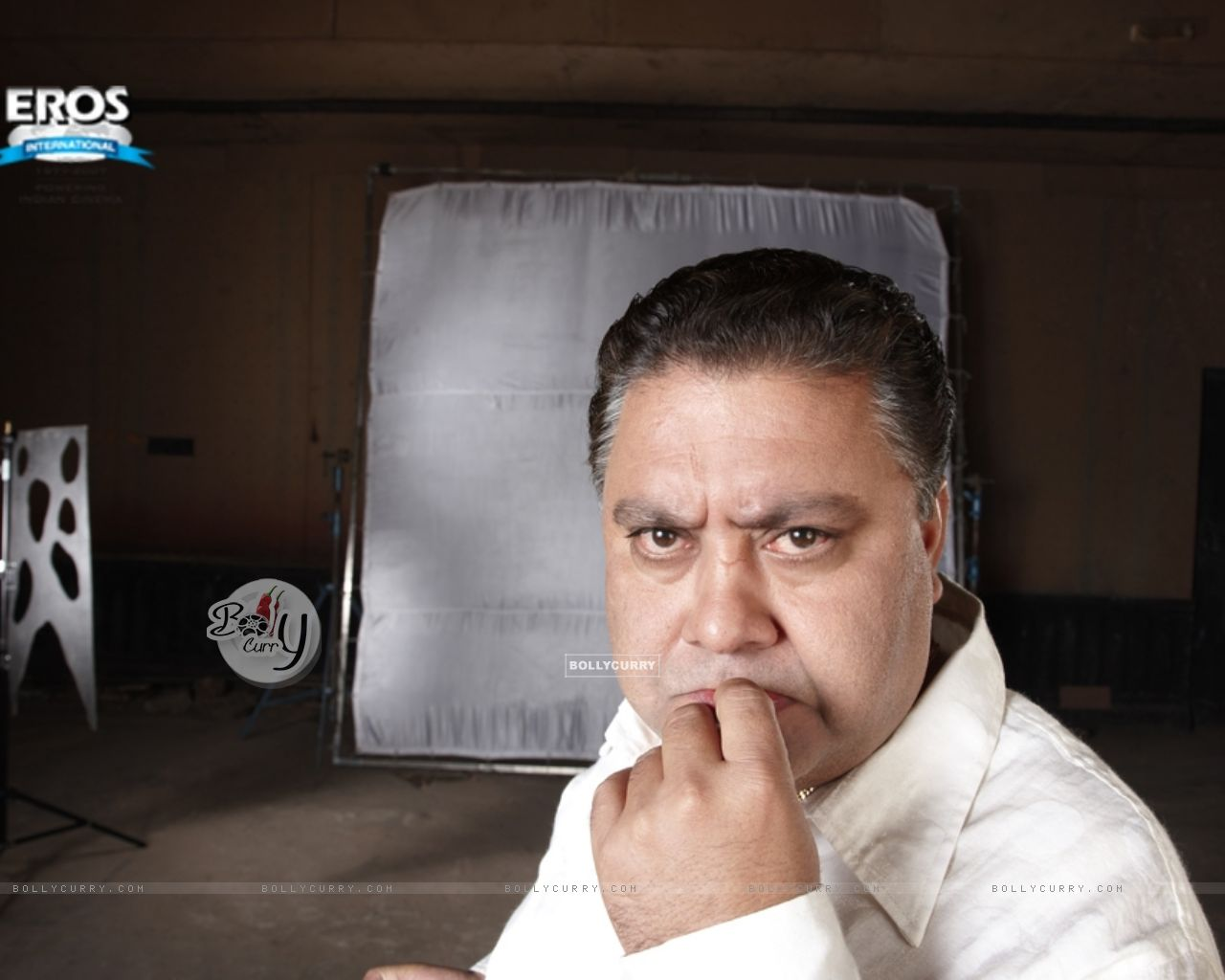 Manoj Pahwa looking funny in One Two Three (11481) size:1280x1024