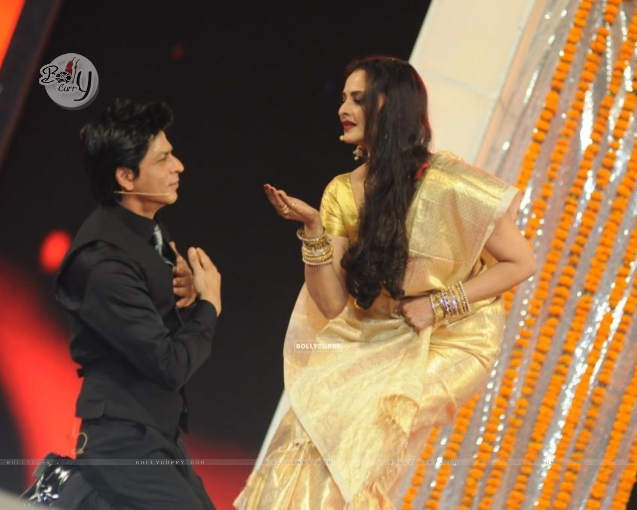 http://img.bollycurry.com/wallpapers/1280x1024/116311-srk-and-rekha-in-a-performance-on-17th-annual-star-screen-award.jpg