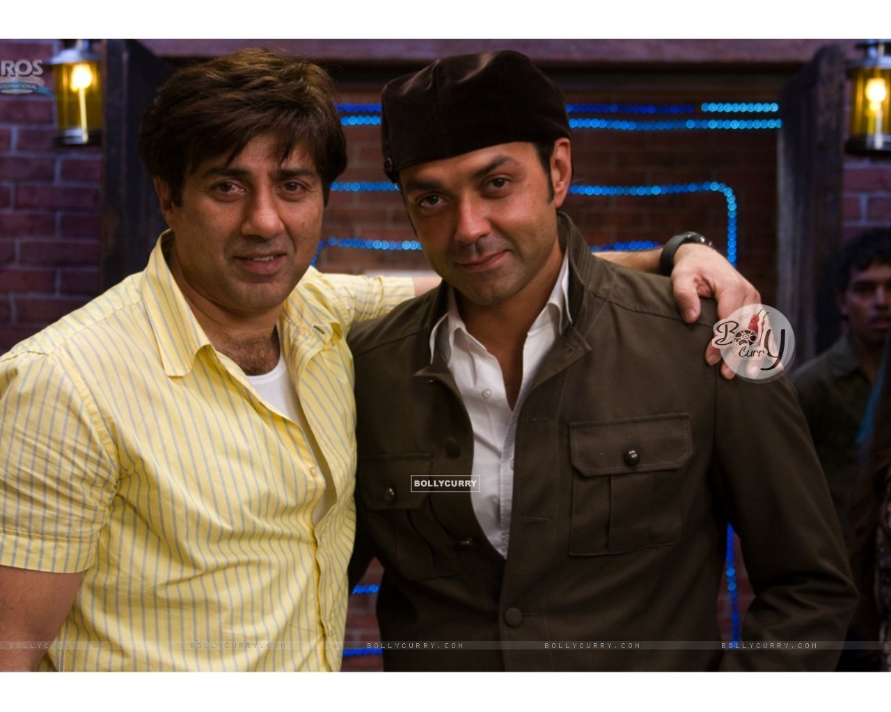 Sunny and Bobby Deol looking smart and handsome (11959) size:1280x1024
