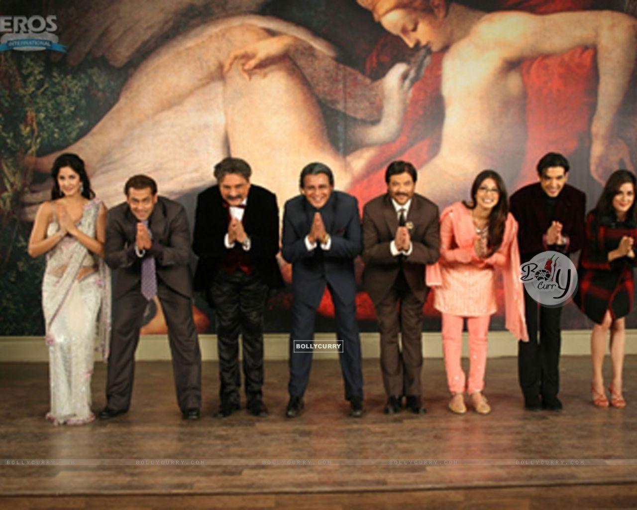 All cast of yuvraaj bending their head (12320) size:1280x1024