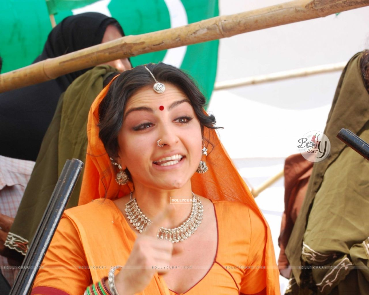 Soha Ali Khan fighting with the police (12615) size:1280x1024
