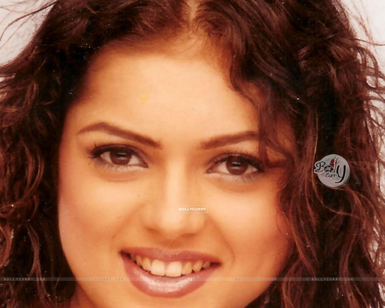 Download 1280x1024 Wallpaper Size Image Of Celebrity Drashti Dhami