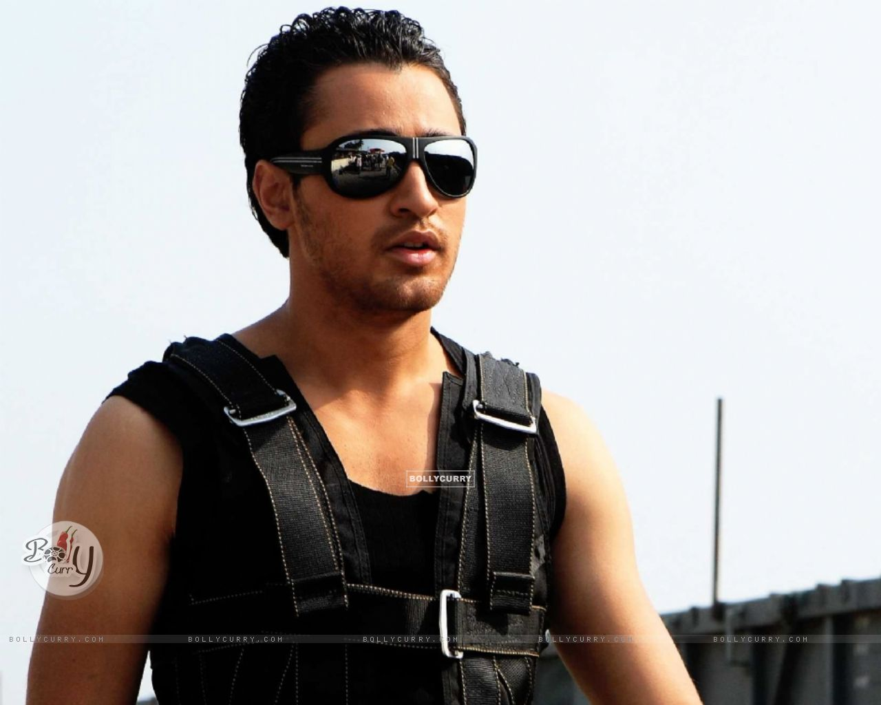 Hot looking Imran Khan in the Movie Luck (15442) size:1280x1024