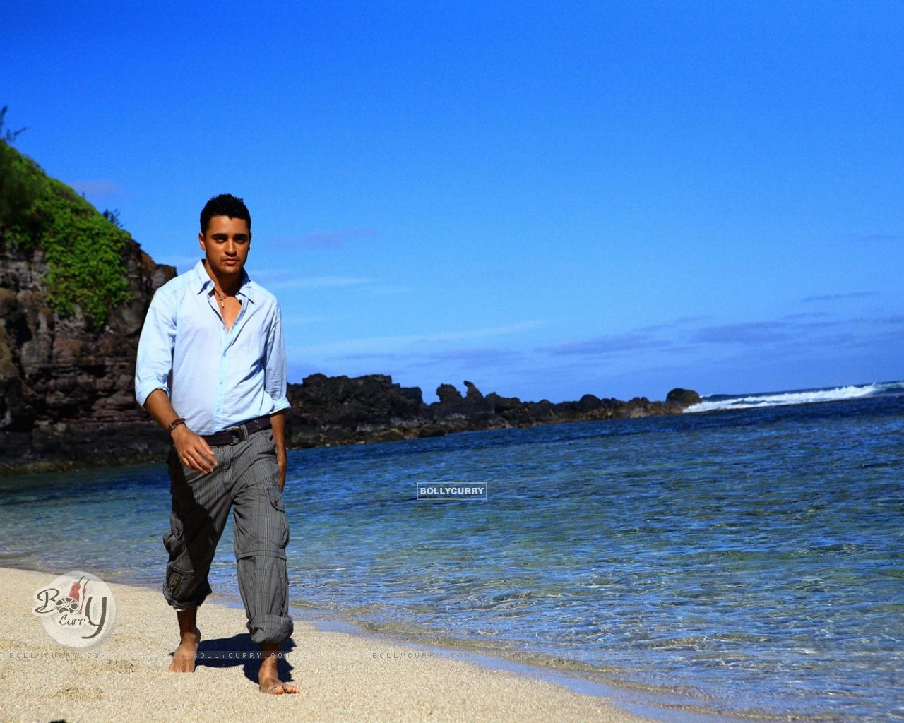 Imraan Khan walking on the beach (15623) size:1280x1024