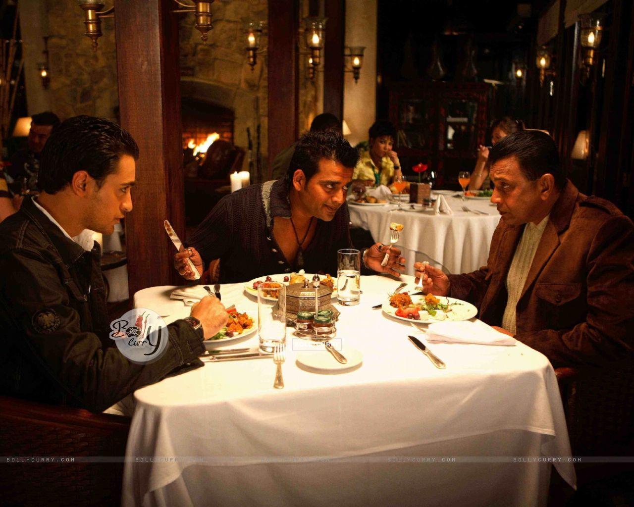 Mithun,Imraan and Ravi having their dinner (15647) size:1280x1024