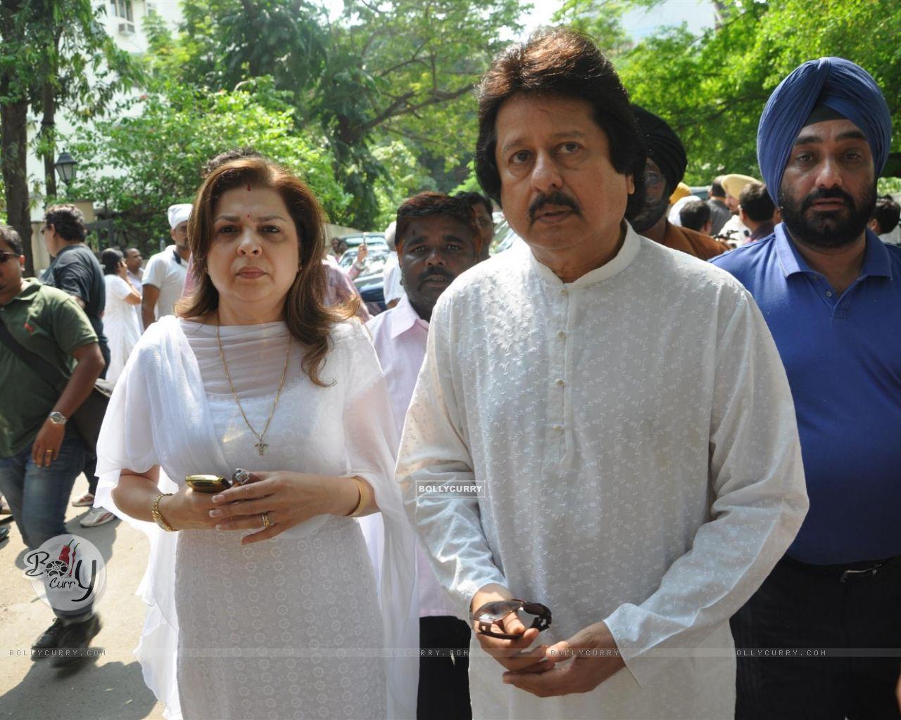 Chitra singer daughter funeral photos Chitra Singh s daughter ends life at Bandra home Mumbai News