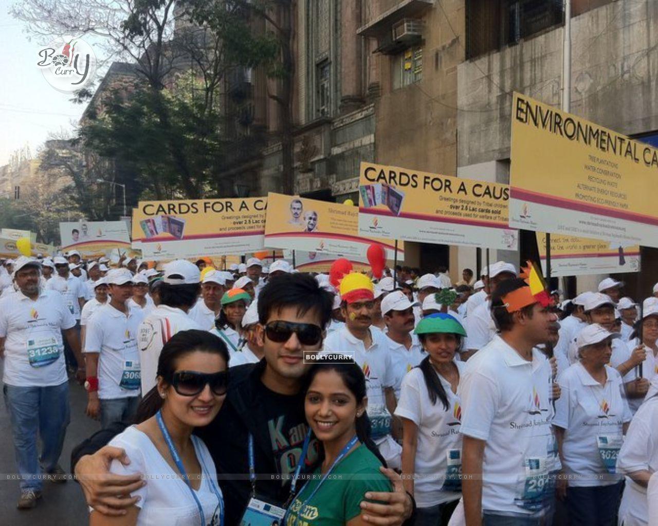 Karan Tacker with Yashashri Masurkar and Priyanka Bassi at Mumbai Marathon to promote Rang Badalti O (164329) size:1280x1024