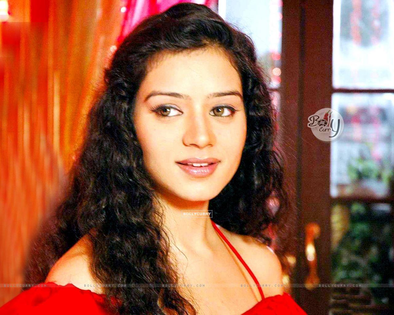 Watch Sukirti Kandpal video