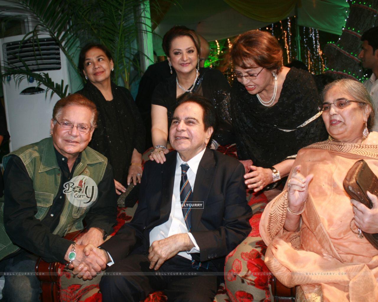 Farida Jalal, Helen, Saira Banu grace Dilip Kumar's 89th Birthday Party (174471) size:1280x1024