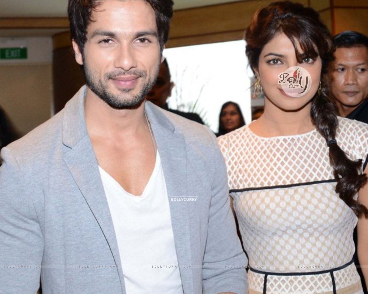 Priyanka and Shahid at IIFA 2012 (202625) size:1280x1024