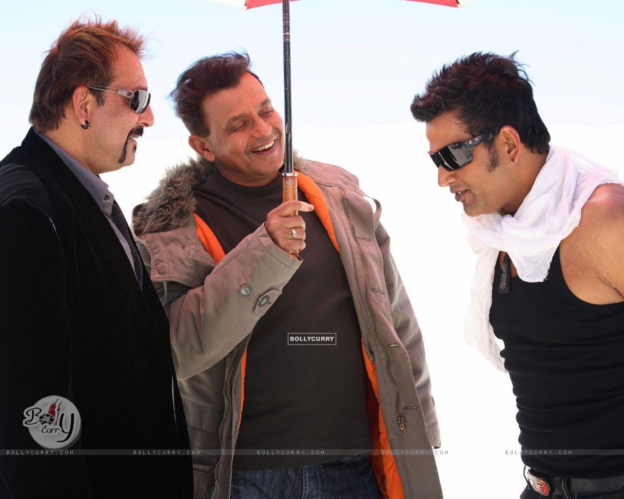 Mithun and Sanjay talking to Ravi (20295) size:1280x1024