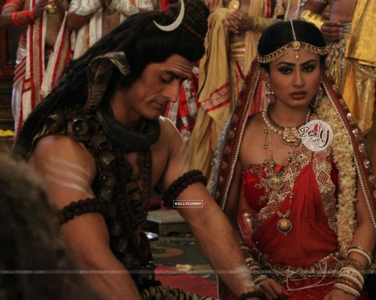Wallpaper size image of celebrities Mohit Raina and Mouni Roy