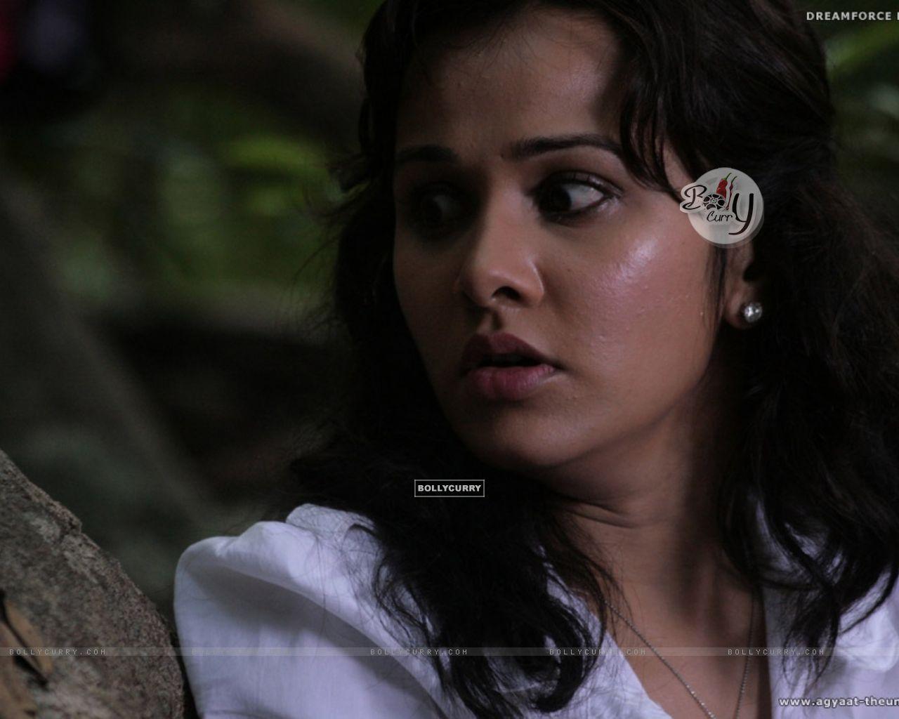 Nisha Kothari looking feared (20386) size:1280x1024