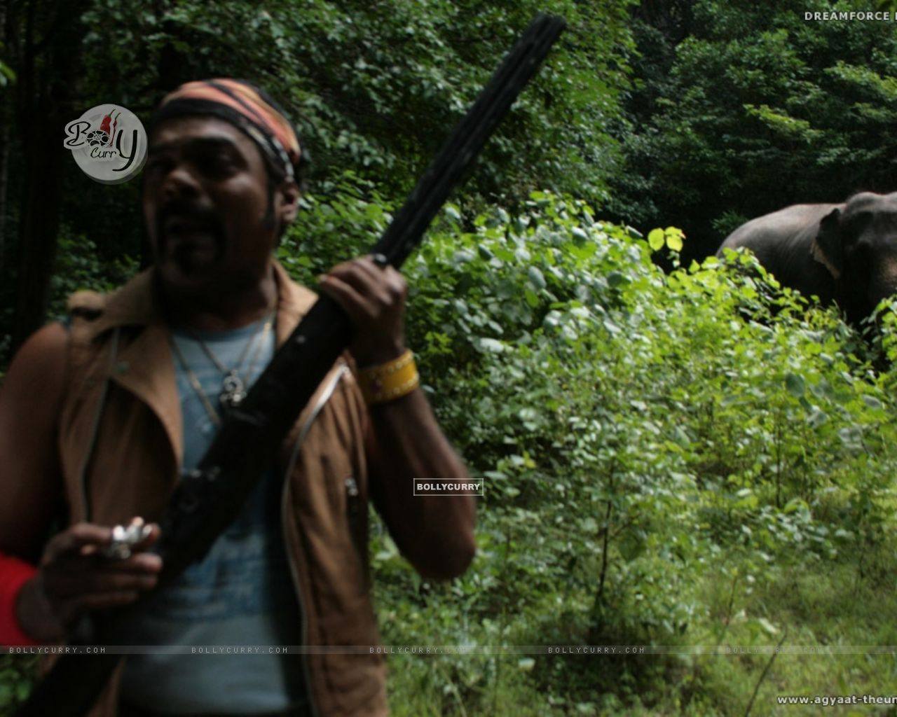 A still image of Ravi Kale in Agyaat movie (20387) size:1280x1024