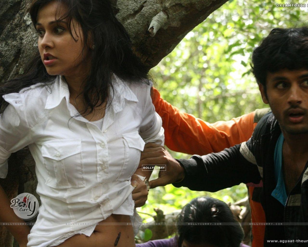 Nitin Reddy and Nisha Kothari in Agyaat movie (20388) size:1280x1024