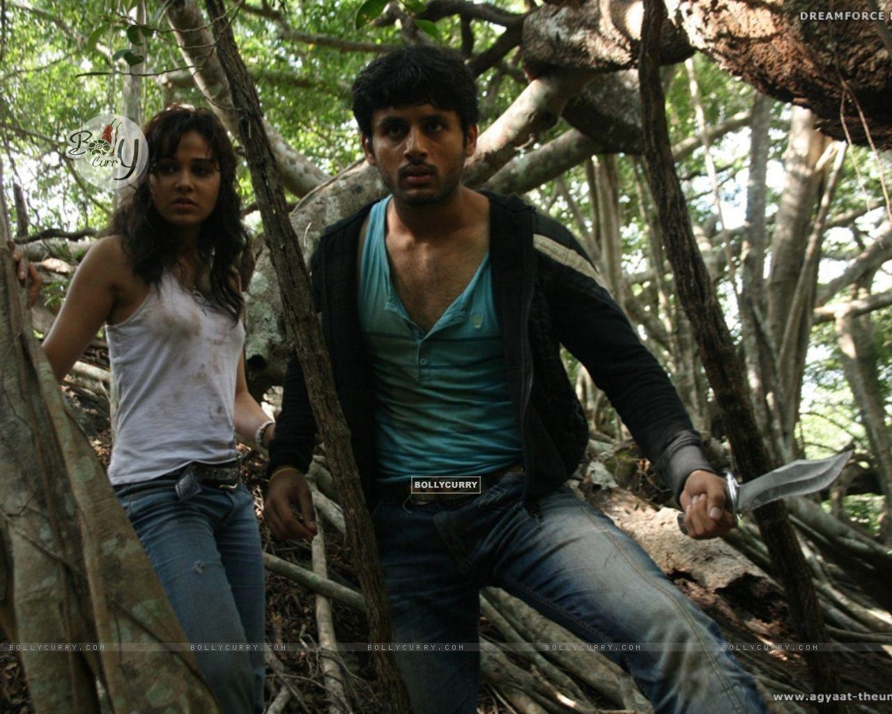 Nitin Reddy and Nisha Kothari looking shocked (20393) size:1280x1024