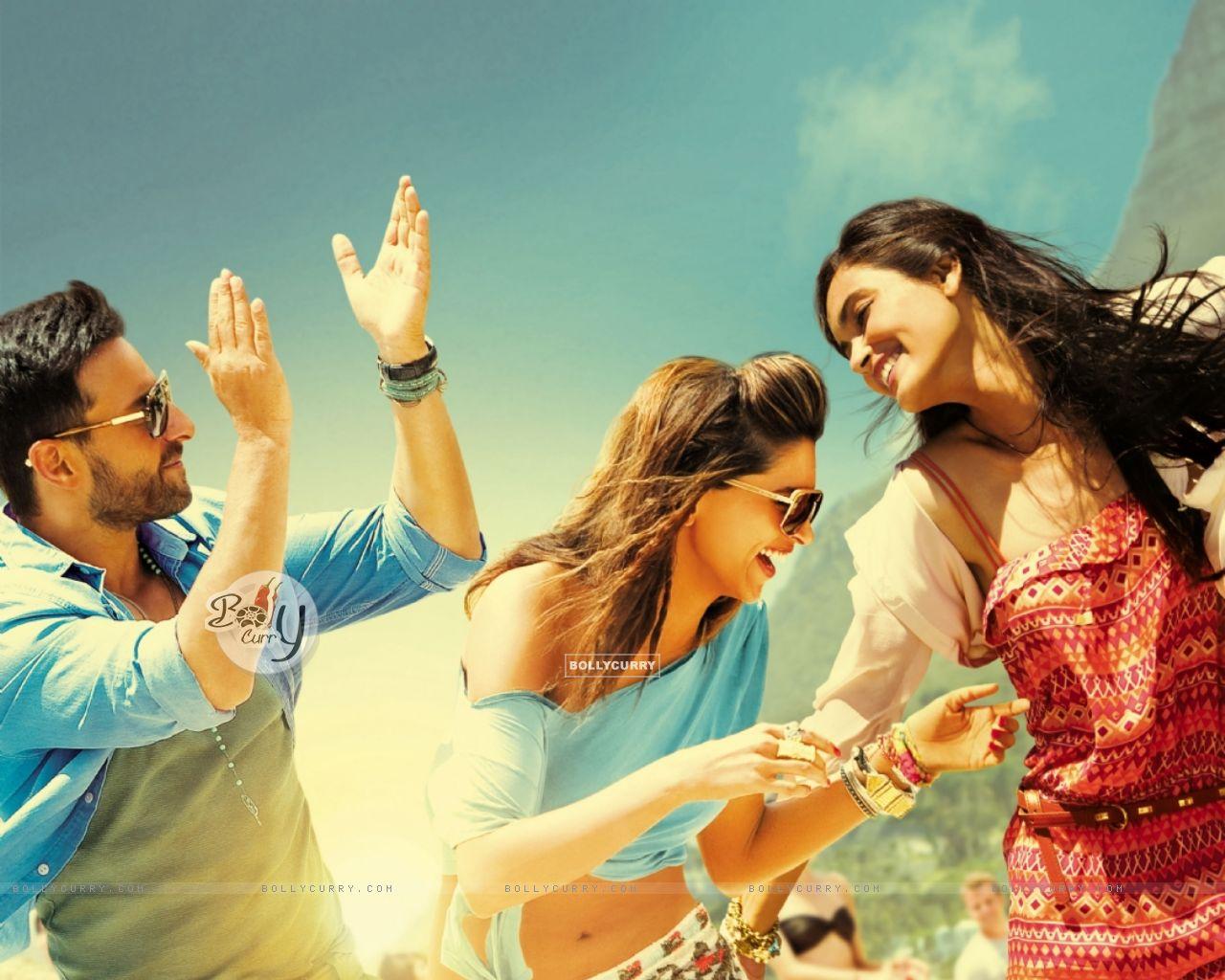 Saif Ali Khan, Deepika Padukone and Diana Penty in Cocktail (204080