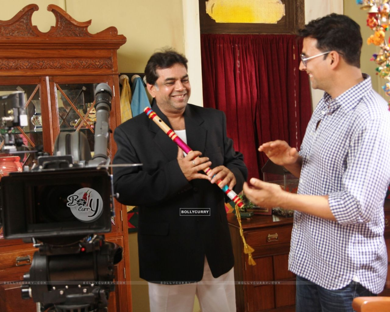 Akshay Kumar and Paresh Rawal on the sets of movie OMG! Oh My God (212087) size:1280x1024
