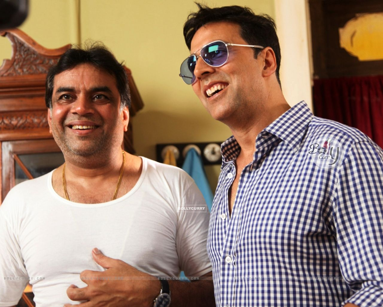 Akshay Kumar and Paresh Rawal on the sets of movie OMG! Oh My God (212088) size:1280x1024