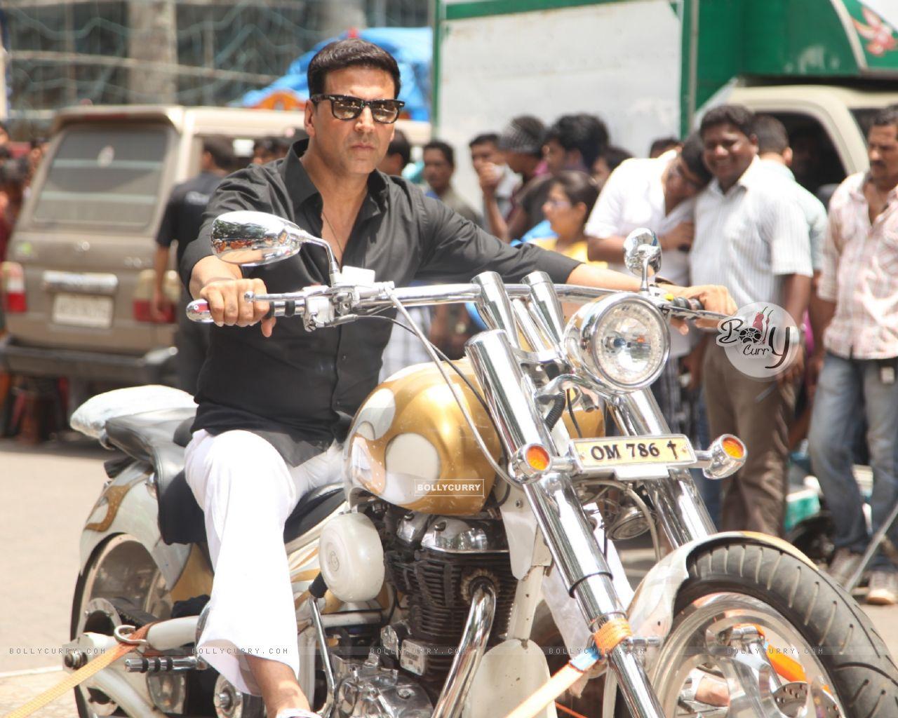 Divine Bike For Akshay Kumar In OMG Oh MyGod (221954) size:1280x1024