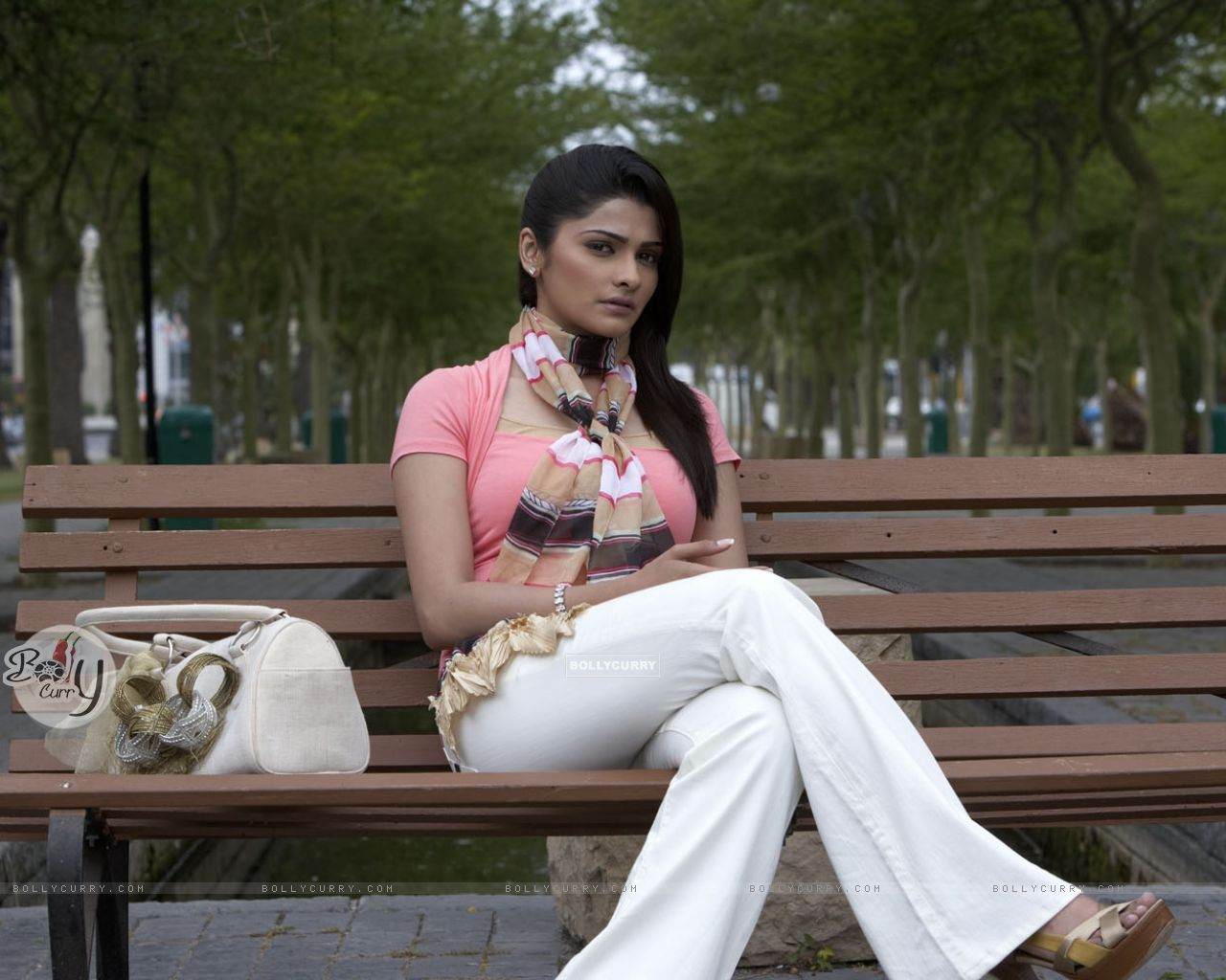Prachi Desai Hot: Wallpaper - A still image of Prachi Desai (31408) size:1280x1024