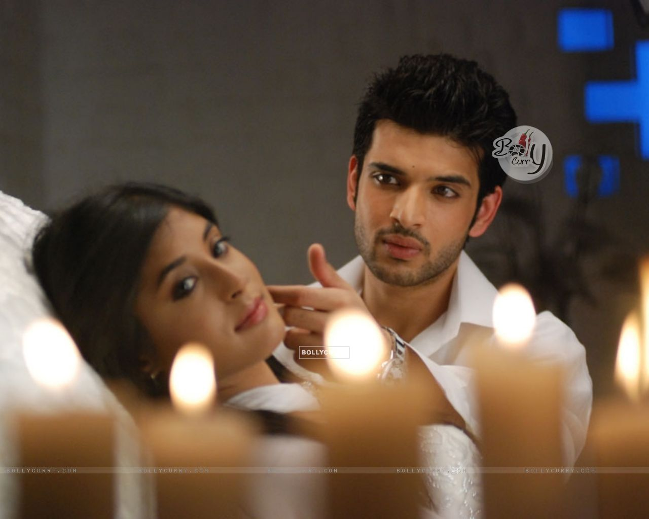 Wallpaper A Still Image Of Arohi And Arjun In Kitani Mohabbat Hai